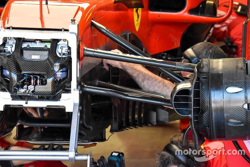 Бокові дефлектори, днище Ferrari SF71H Кімі Райкконена