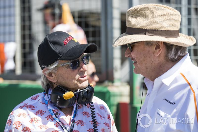 L'attore Michael Douglas con Mansour Ojjeh, co-proprietario, McLaren