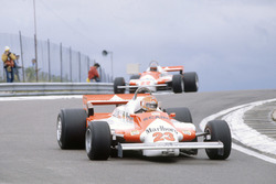 Bruno Giacomelli, Alfa Romeo 179B lidera a Mario Andretti, Alfa Romeo 179B
