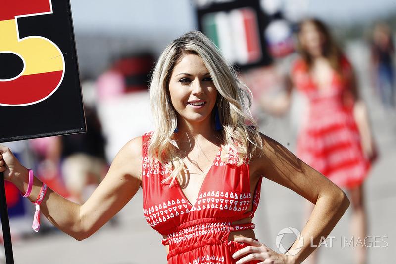 Grid Girl for Carlos Sainz Jr., Renault Sport F1 Team RS17