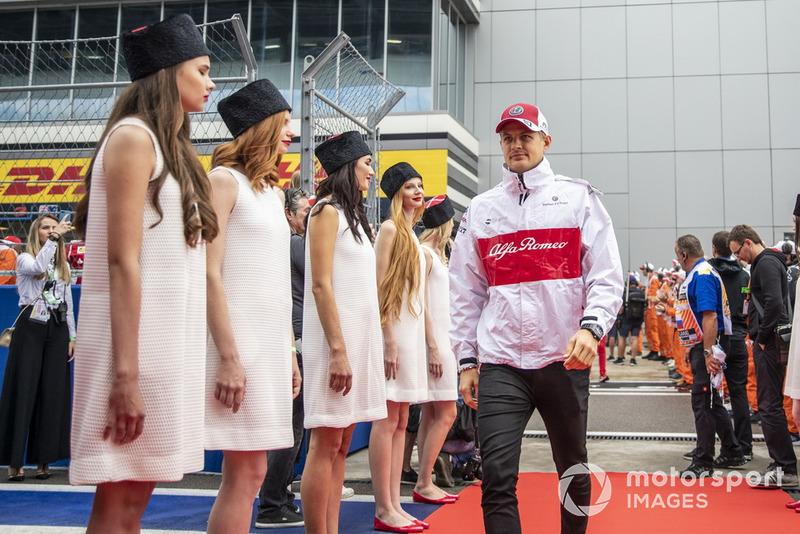 Marcus Ericsson en el desfile de pilotos