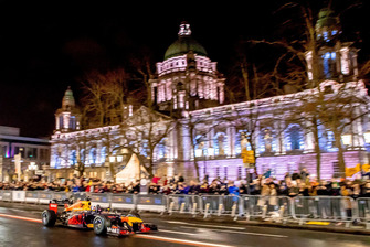 David Coulthard, Red Bull Racing in front of Belfast City Hall