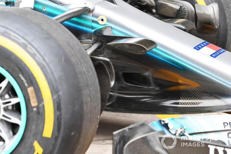 Tampilan dekat hidung depan Mercedes W09 mengungkap lubang inlet S-duct.