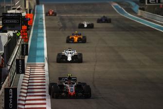 Kevin Magnussen, Haas F1 Team VF-18, leads Lance Stroll, Williams FW41, and Stoffel Vandoorne, McLaren MCL33