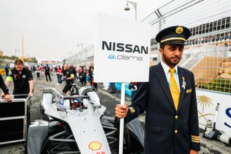 A Saudia Airline representative holds the grid sign for Sébastien Buemi, Nissan e.Dams, Nissan IMO1