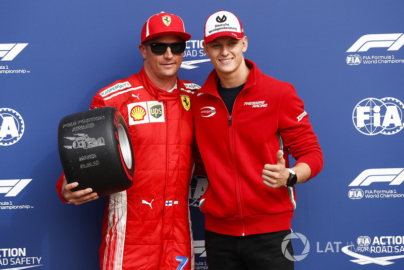 Pole pozisyonu galibi Kimi Raikkonen, Ferrari, ve Mick Schumacher