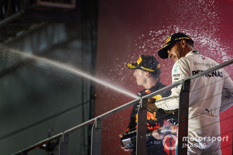 Lewis Hamilton, Mercedes AMG F1, y Max Verstappen, Red Bull Racing