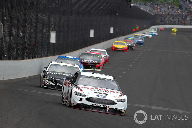 Brad Keselowski, Team Penske, Ford Fusion Discount Tire and Aric Almirola, Stewart-Haas Racing, Ford Fusion Smithfield