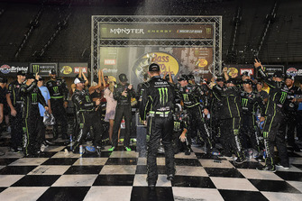 Ganador Kurt Busch, Stewart-Haas Racing, Ford Fusion Monster Energy / Haas Automation