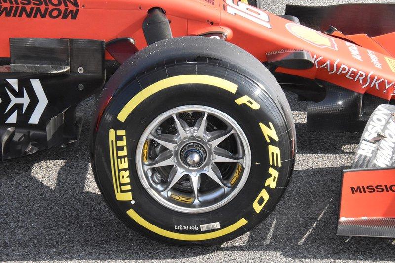 Ferrari SF90 detalle del rin