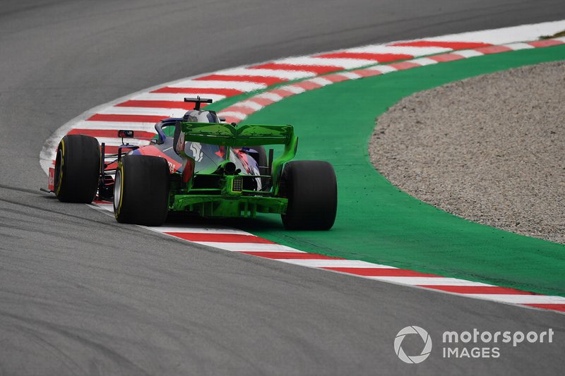 Daniil Kvyat, Scuderia Toro Rosso STR14 with aero paint on rear wing and rear diffuser