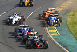 Kevin Magnussen, Haas F1 Team VF-17, leads Marcus Ericsson, Sauber C36, Antonio Giovinazzi, Sauber C36, Stoffel Vandoorne, McLaren MCL32, Lance Stroll, Williams FW40, and Jolyon Palmer, Renault Sport F1 Team RS17, at the start