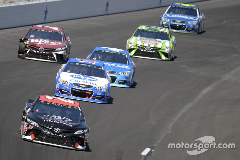 Matt Kenseth, Joe Gibbs Racing, Toyota; A.J. Allmendinger, JTG Daugherty Racing, Chevrolet