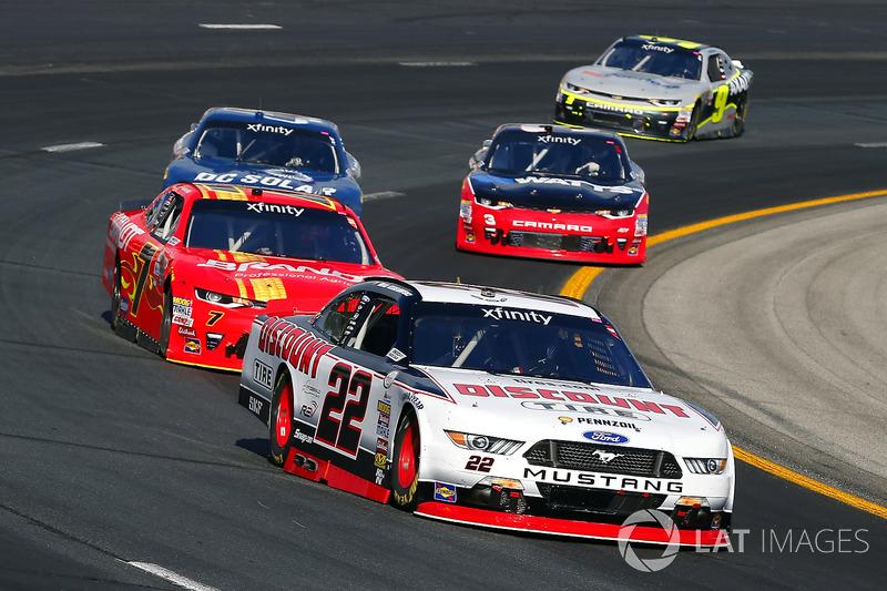 Brad Keselowski, Team Penske Ford y Justin Allgaier, JR Motorsports Chevrolet