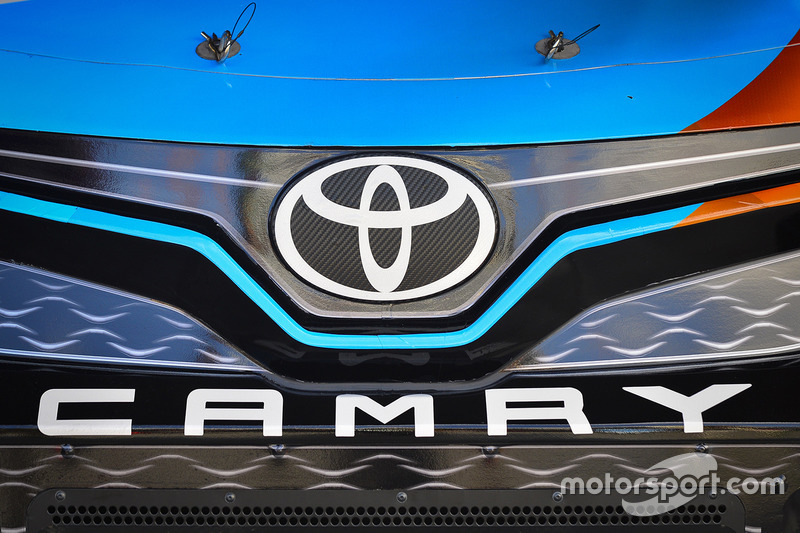 Toyota Camry logo