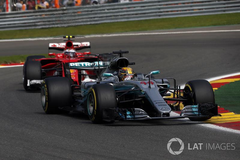 Lewis Hamilton, Mercedes-Benz F1 W08 and Kimi Raikkonen, Ferrari SF70H battle for position