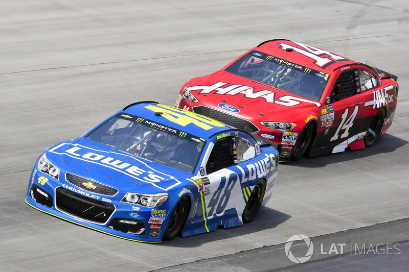 Jimmie Johnson, Hendrick Motorsports, Chevrolet; Clint Bowyer, Stewart-Haas Racing, Ford