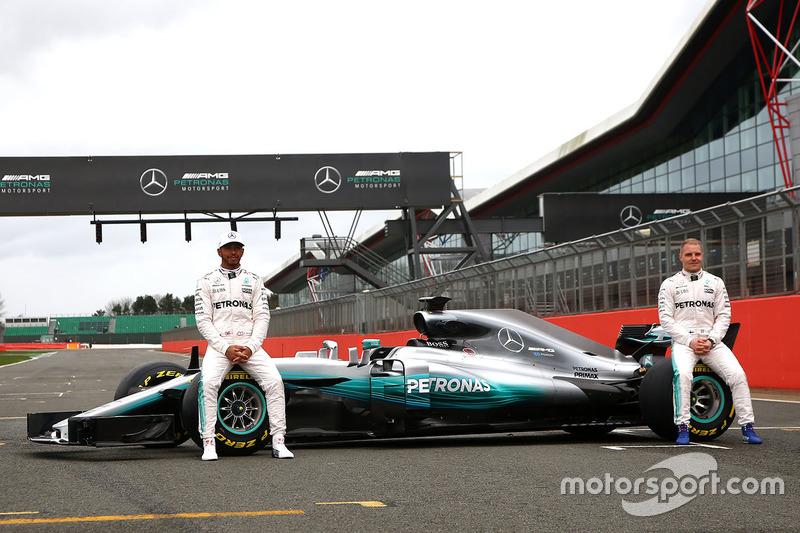 Hamilton reed al, Bottas moet nog even zijn geduld bewaren