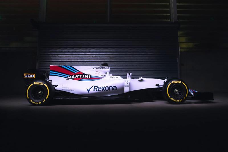 De Williams FW40 met een onmiskenbaar grote haaienvin en met het nummer 18 van Lance Stroll