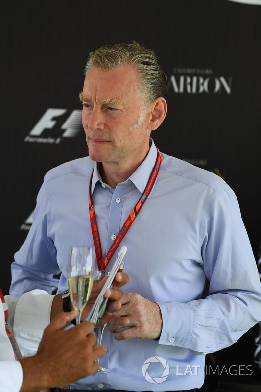 Шон Братчес, керуючий комерційний директор Формули 1 на презентації офіційного напою Ф1 шампанського Carbon