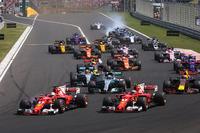 Sebastian Vettel, Ferrari SF70-H al comando alla partenza della gara