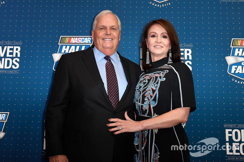 Rick Hendrick y su esposa, Linda