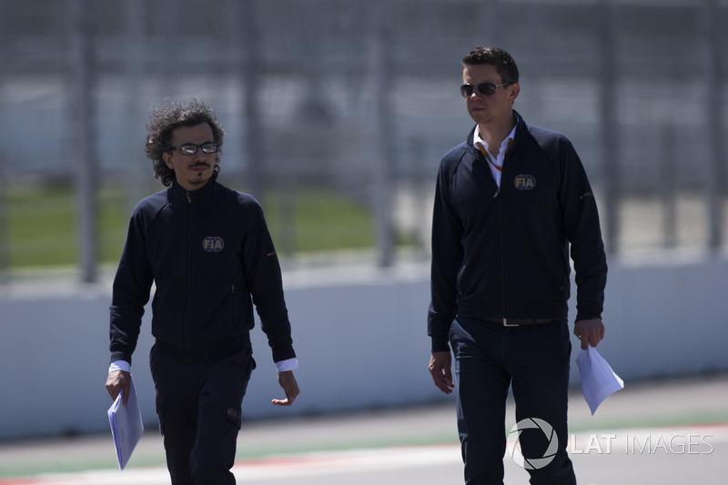 Director de seguridad de FIA Laurent Mekies y  F1 Coordinador técnico y deportivo Marcin Budkowski.