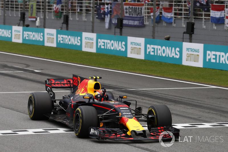 فيرشتابن يحتفل بفوزه الثاني في الفورمولا واحد