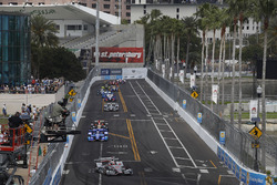 Will Power, Team Penske Chevrolet leads the field into turn 10 at the start