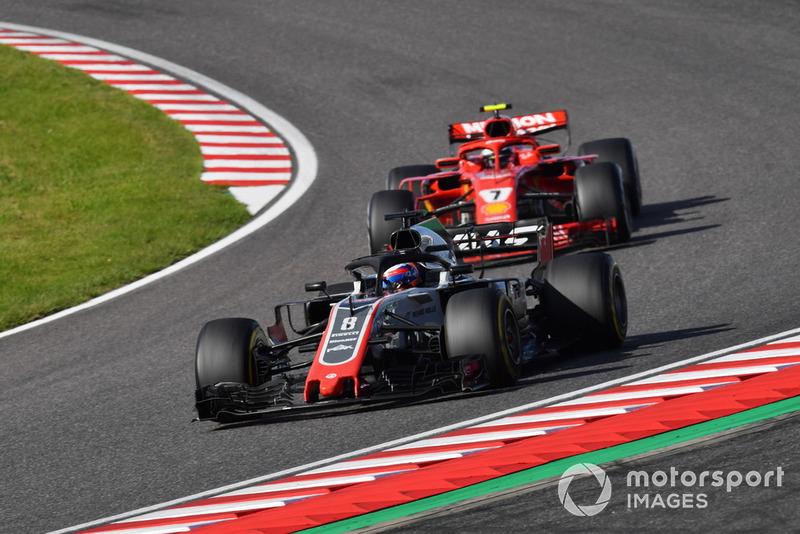 Romain Grosjean, Haas F1 Team VF-18 precede Kimi Raikkonen, Ferrari SF71H