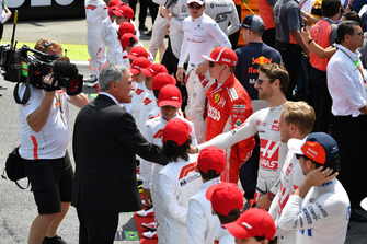 Chase Carey, Chief Executive Officer and Executive Chairman of the Formula One Group and Romain Grosjean, Haas F1 Team on the grid