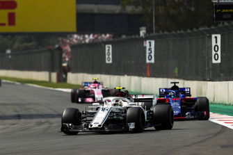 Charles Leclerc, Sauber C37, leads Brendon Hartley, Toro Rosso STR13, and Esteban Ocon, Racing Point Force India VJM11