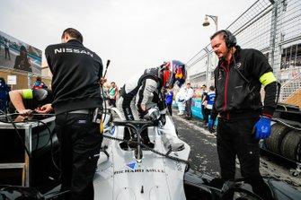 Sébastien Buemi, Nissan e.Dams, esce dalla sua Nissan IMO1