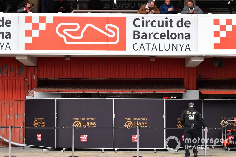 Le garage Haas F1 se cache