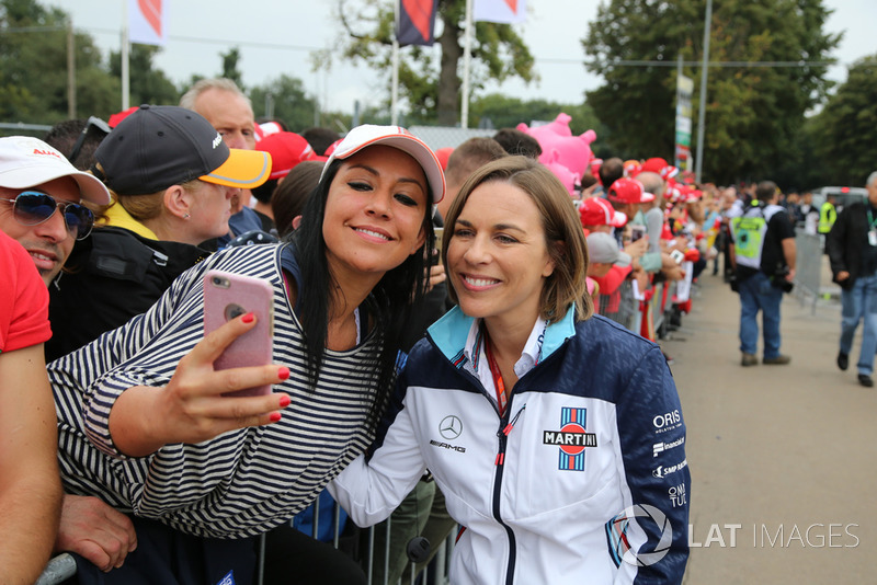 Claire Williams, Williams con fans