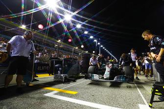 Lewis Hamilton, Mercedes AMG F1 W09 EQ Power+, arrives on pole