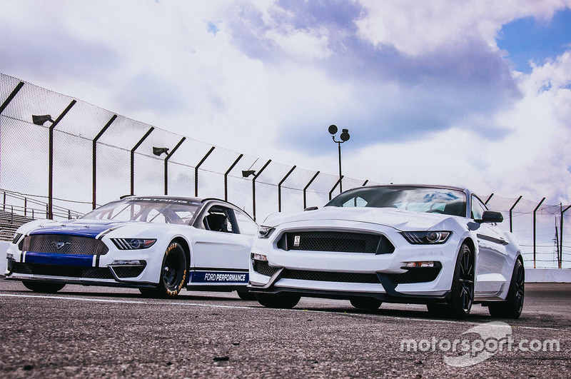 2019 Monster Energy NASCAR Cup Series Mustang