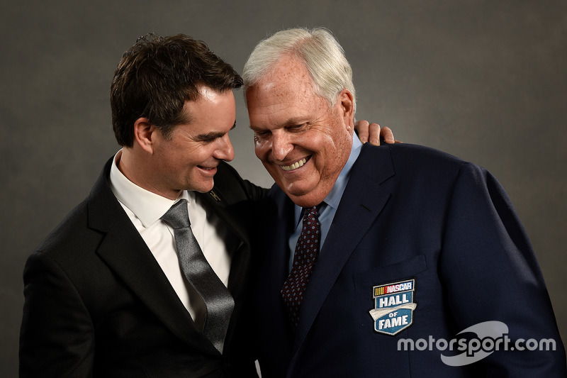 La NASCAR Hall of Fame inserisce Rick Hendrick e l'ex pilota NASCAR Jeff Gordon