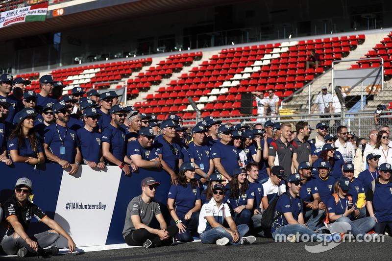 Sergio Perez, Force India, Stoffel Vandoorne, McLaren, Felipe Massa, Williams, at the FIA Volunteers