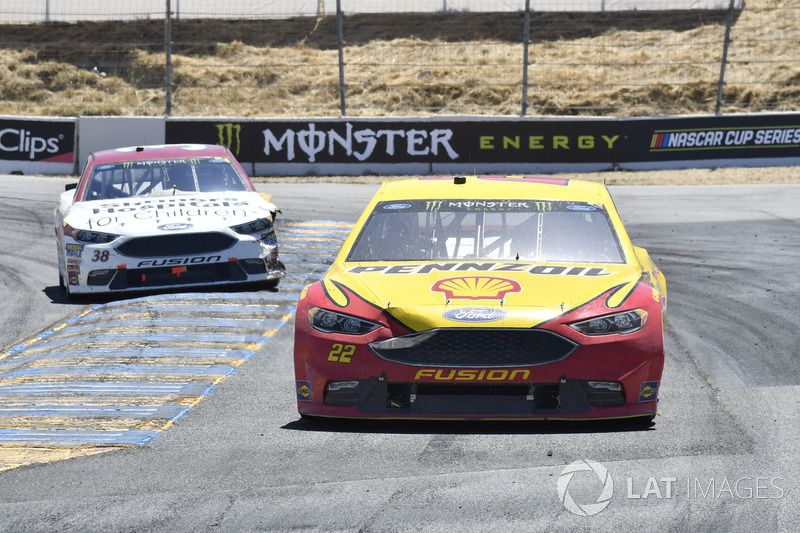 Joey Logano, Team Penske Ford, David Ragan, Front Row Motorsports Ford