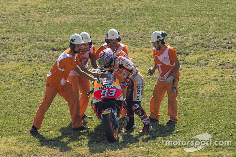Marc Marquez, Repsol Honda Team with marshals after his crash