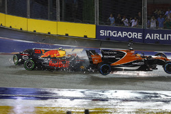 Crash de Max Verstappen, Red Bull Racing RB13, Fernando Alonso, McLaren MCL32 Honda