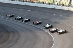 J.R. Hildebrand, Ed Carpenter Racing Chevrolet, leidt een groep