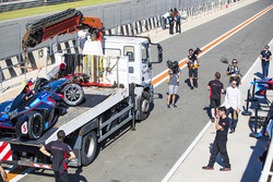 Andre Lotterer, Techeetah inspects the damage to car of  James Rossiter, Venturi Formula E Team
