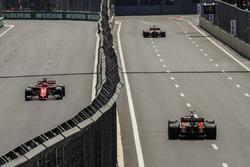 Sebastian Vettel, Ferrari SF70H, Stoffel Vandoorne, McLaren MCL32