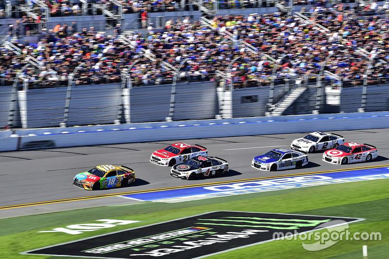 Kyle Busch, Joe Gibbs Racing, Toyota; Kevin Harvick, Stewart-Haas Racing, Ford; Ryan Blaney, Wood Br