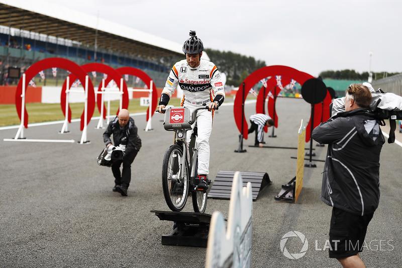 Дженсон Баттон, McLaren, на велосипеді