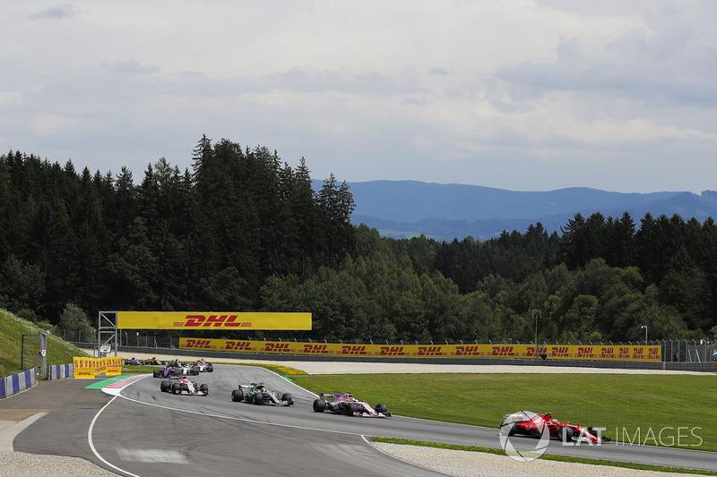 Кімі Райкконен, Ferrari SF70H, Серхіо Перес, Sahara Force India F1 VJM10, Льюіс Хемілтон, Mercedes AMG F1 W08
