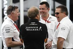Исполнительный директор Williams Group Майк О'Дрисколл, заместитель руководителя Sahara Force India F1 Роберт Фернли, гоночный директор McLaren Эрик Булье и исполнительный директор McLaren Technology Group Зак Браун
