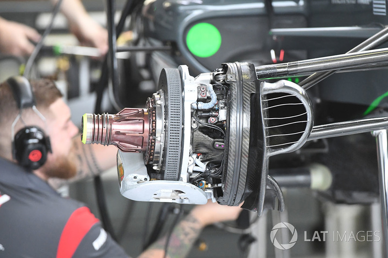 Freno delantero y eje del Haas VF-17